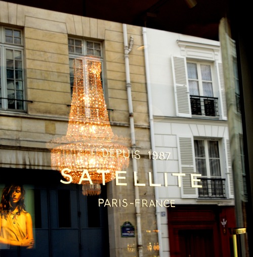 Satellite Paris windows, Paris