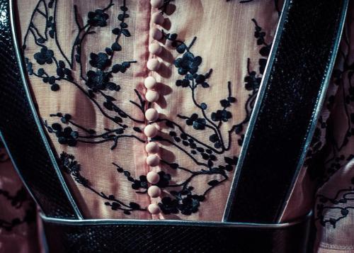 Alexander McQueen detail S/S 2015 japanese inspiration