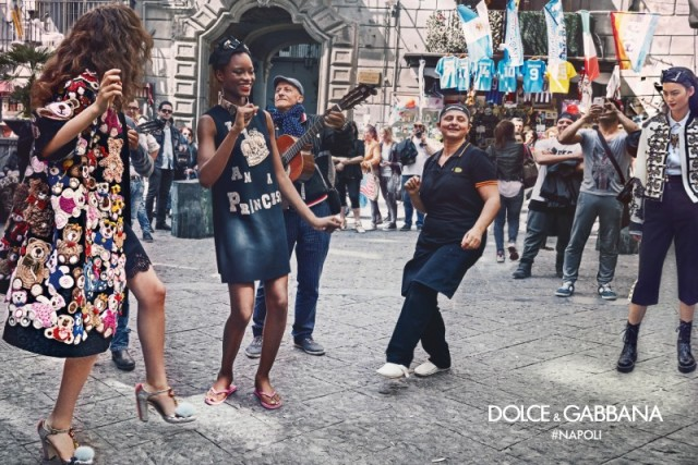 dolce-gabbana-fall-winter-2016-2017-advertisinig-campaign-in-naples-041-800x534